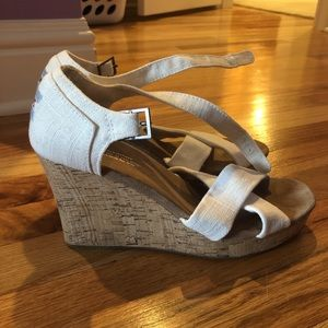 Toms white wedges